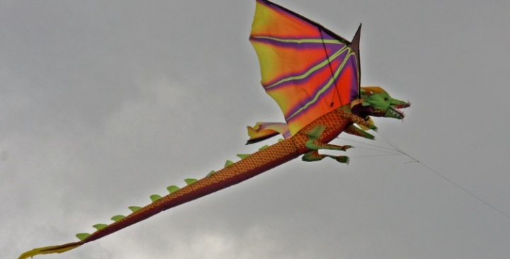 Dragon Kite 750x380
