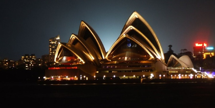 Opera_house_night 750x380