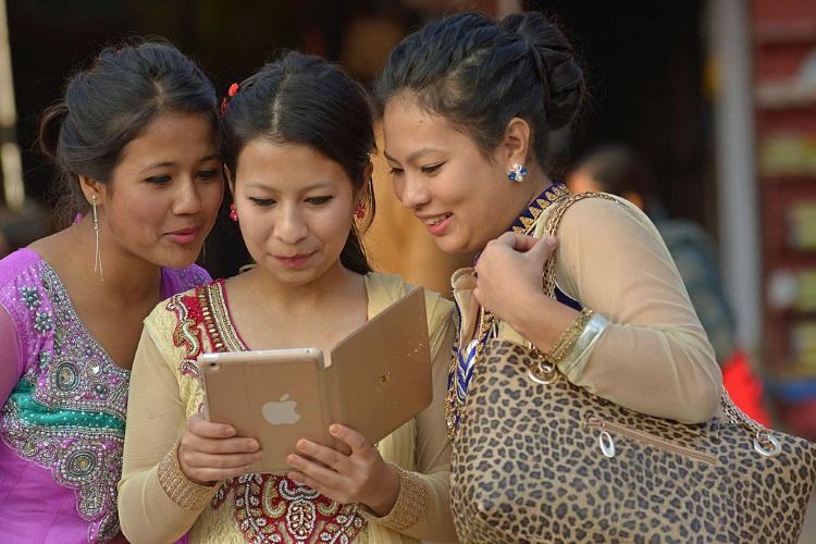 Nepali_women_with_iPad 730x380